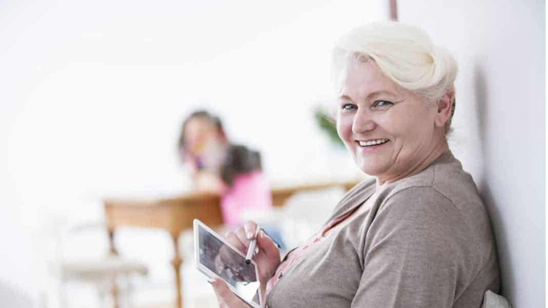 Best Tablets For Seniors Citizens